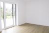 Erstbezug in eine exklusiv ausgestattete 3,5 Zimmer Erdgeschosswohnung in privater Sackgassenlage - helles Schlafzimmer